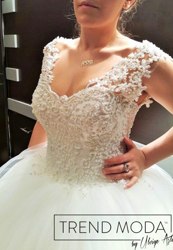 Wedding Dress Model G106